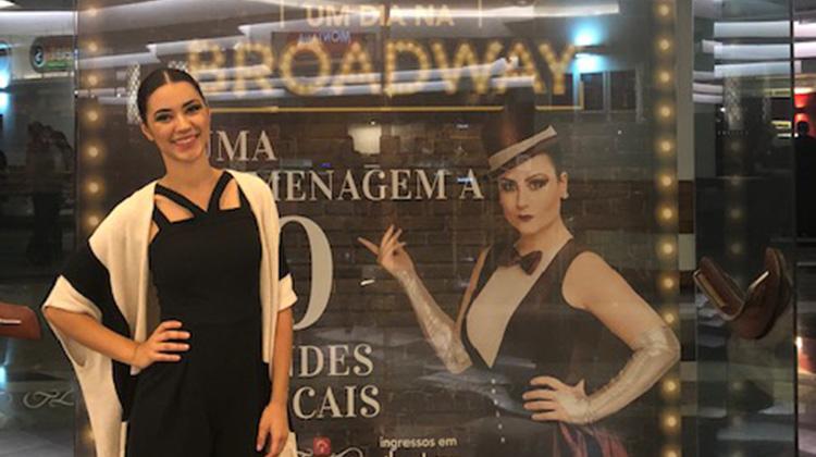 Luciana Romani em Um dia na Broadway