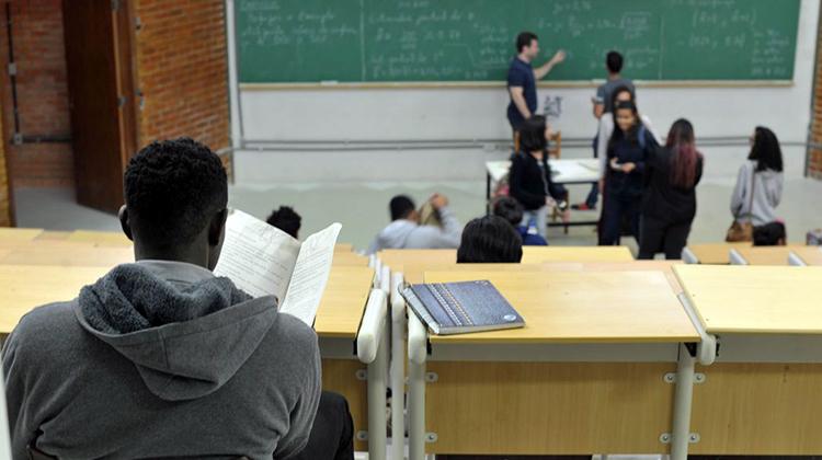 Bolsa do Povo Educação  seleciona pais e responsáveis de alunos para atuarem em escolas
